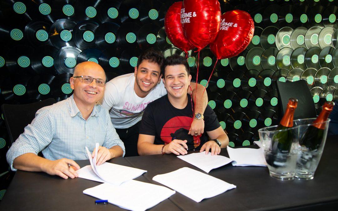 Hugo & Guilherme assinam com a Som Livre